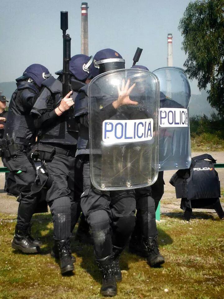 Grupo de la UPR de la Policía entrenando disturbios