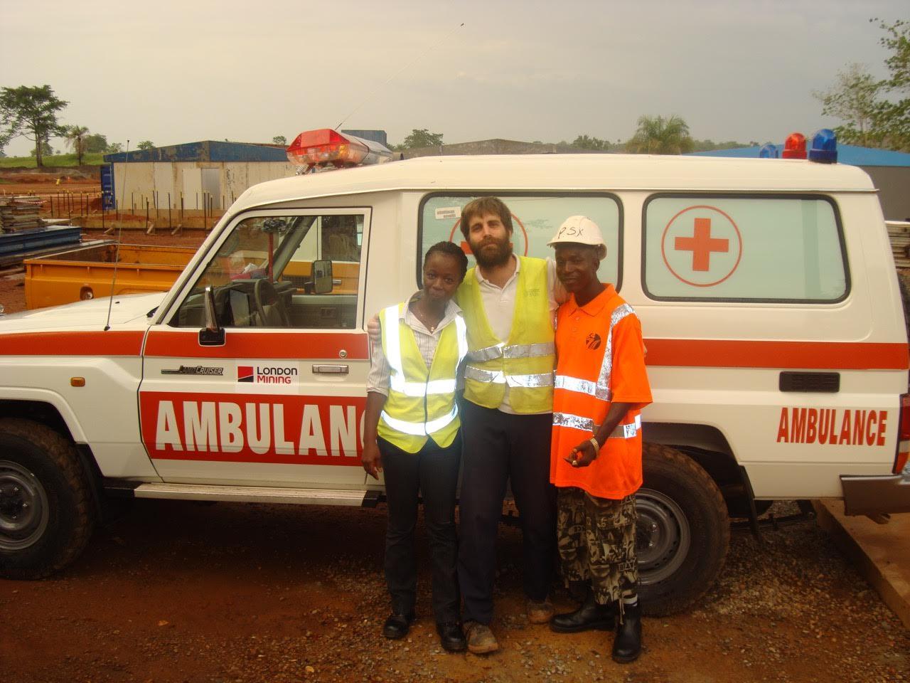 Alvaro en Africa con colaboradores