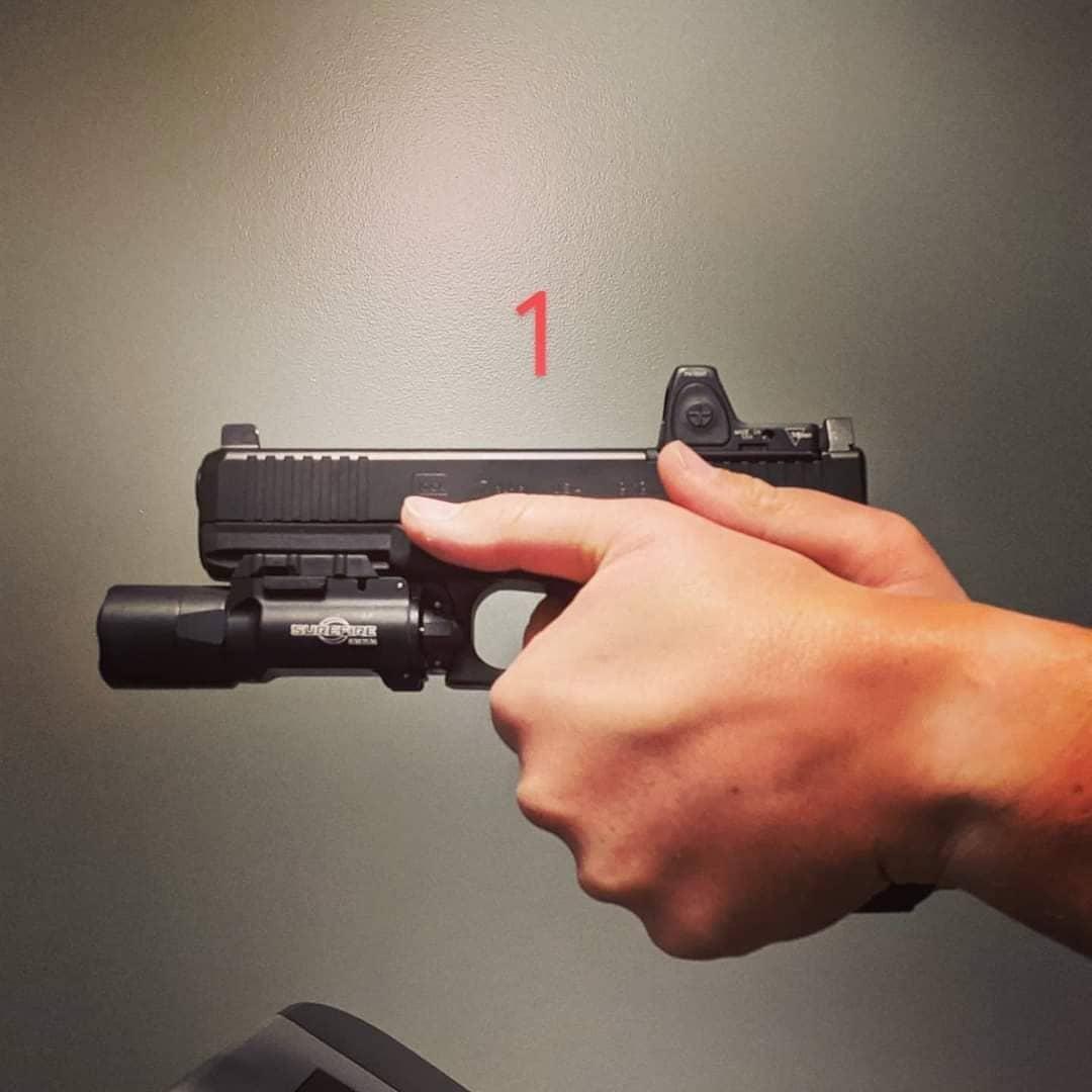 Muestra de agarre con pistola punto 5